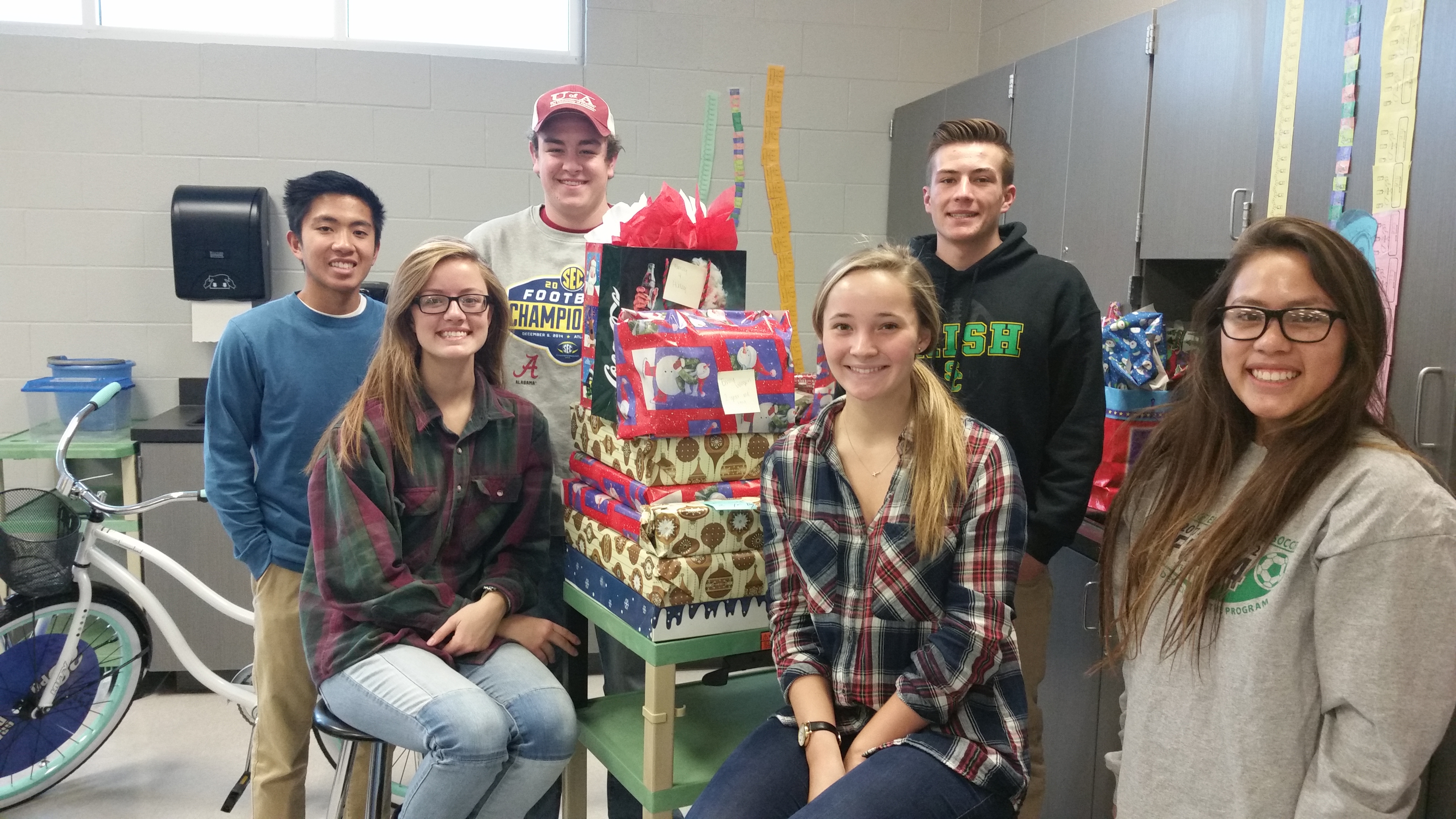Students wrap gifts for families in need – DioSCG
