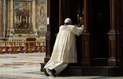 CONFESSION—Pope Francis goes to confession as part of a penitential mass at St Peter's Basilica at the Vatican on March 28, 2014. (Photo credit: ANSA/L'Osservatore Romano)